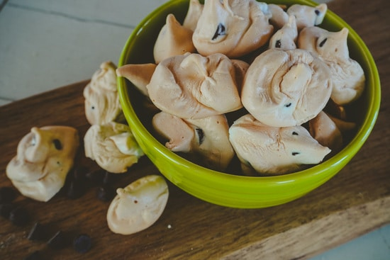 chocolate chip meringue cookies in a green bowl