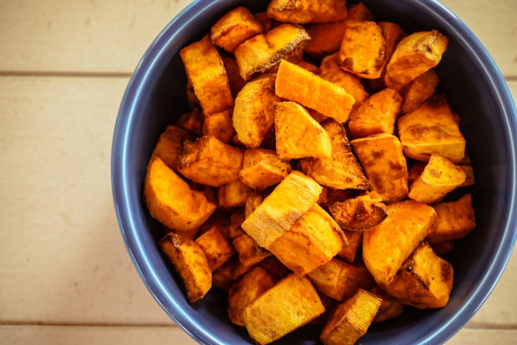 air fryer sweet potatoes in a blue bowl