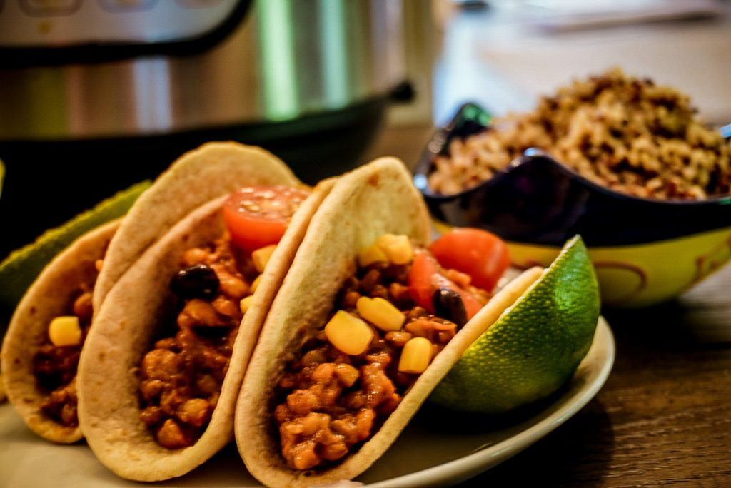 street tacos with lime