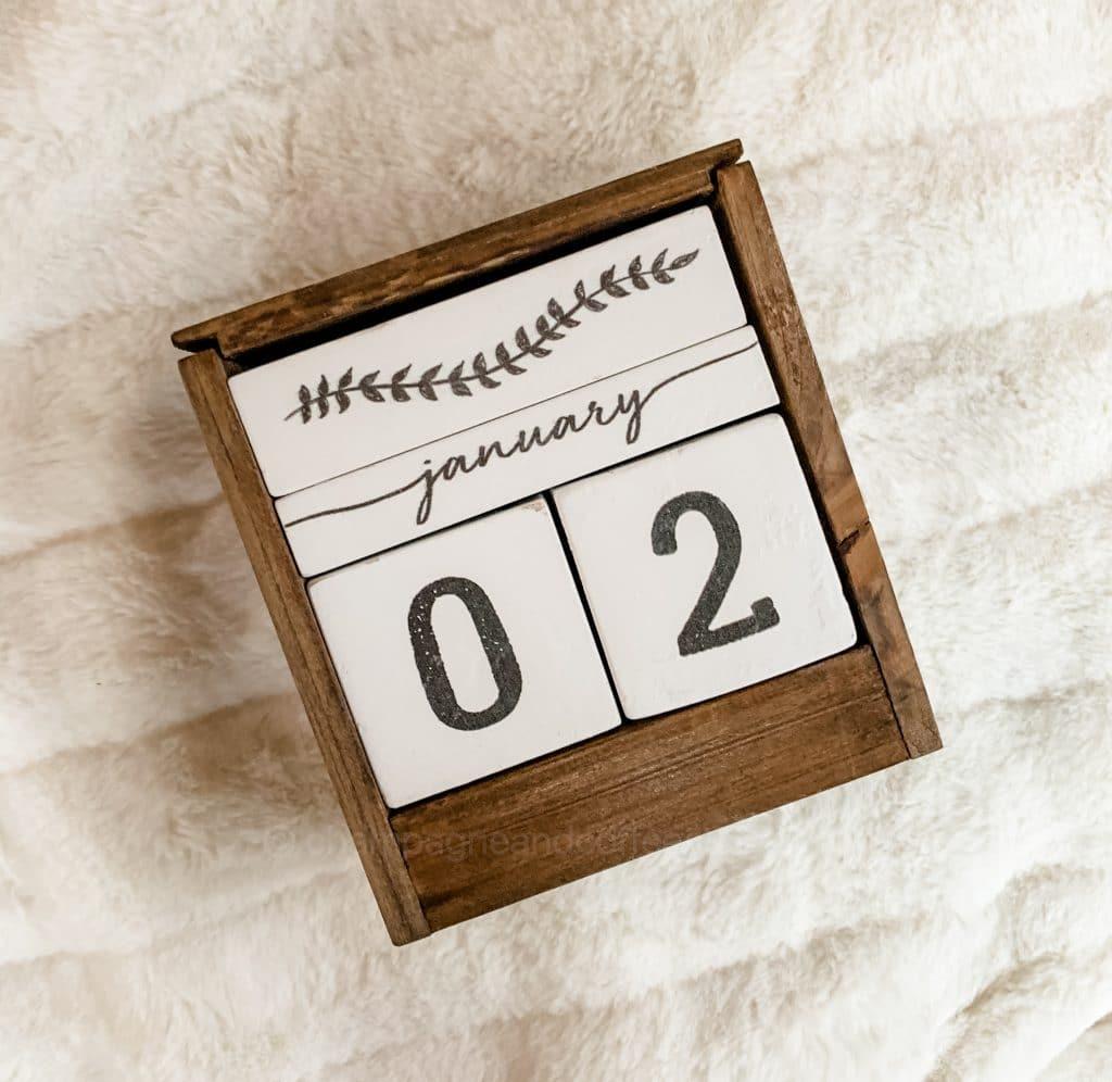 desk calendar with wood