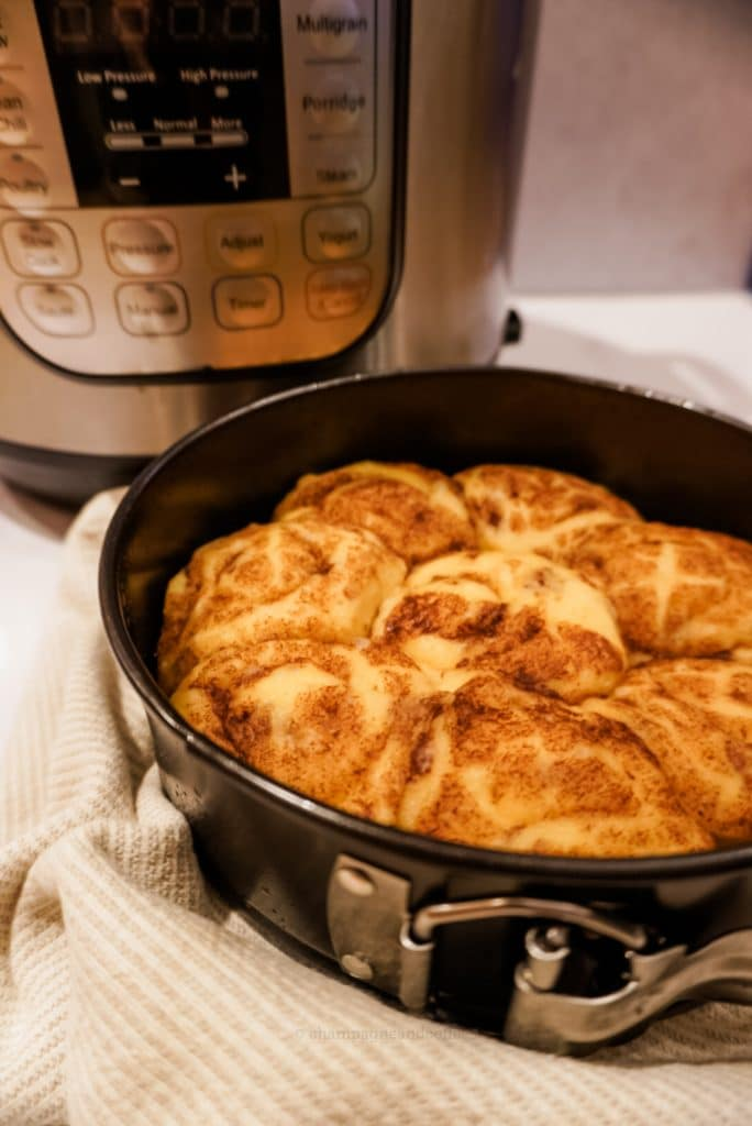 cinnamon rolls without icing in a pan