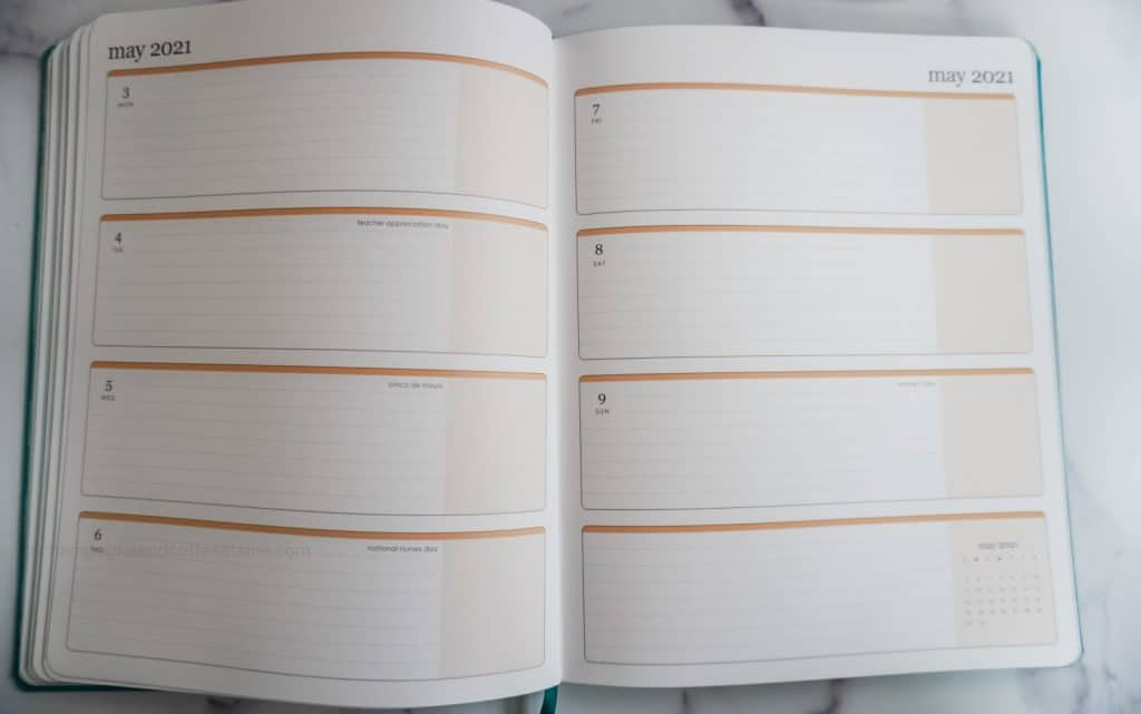 weekly planner grid layout