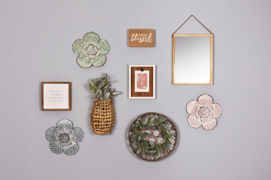 wall art with a clip frame and flowers
