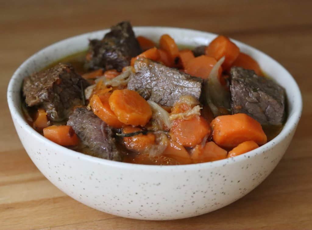 bowl os french beef carrot stew